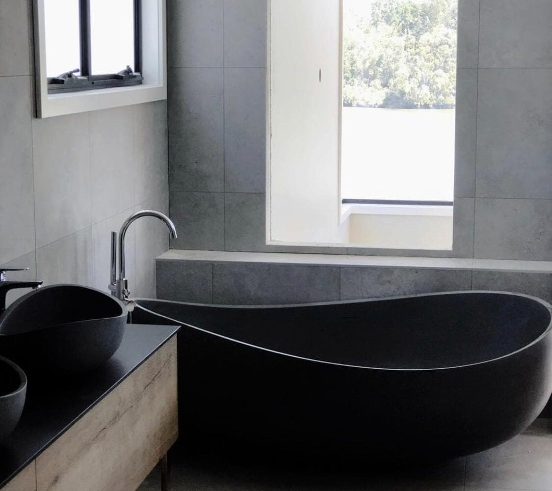 Pietra Bianca Onda Freestanding Bathtub